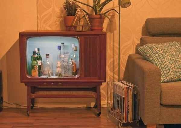 Что можно сделать из старого телевизора: аквариум, полку и домик