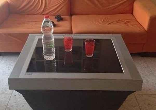 Стеклянный стол из старого телевизора