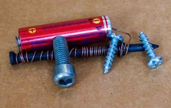 Электромагнит из пальчиковой батарейки