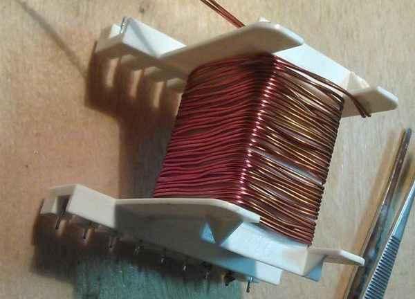 Как сделать понижающий трансформатор с 220-12 Вольт